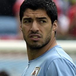 'Adidas wil contract met Luis Suárez opnieuw bekijken'