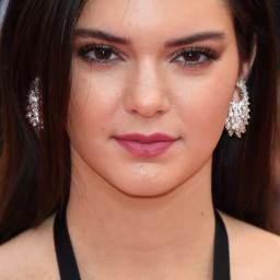 Kendall Jenner haalt campagne Givenchy binnen