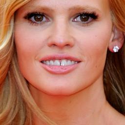 Model Lara Stone werd ontslagen wegens zwangerschap