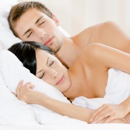 'Naakt slapen goed voor relatie'