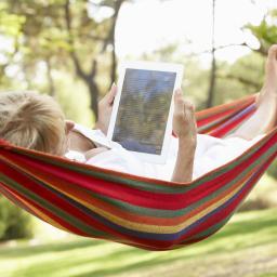 'Steeds vaker tablet of laptop mee op vakantie'
