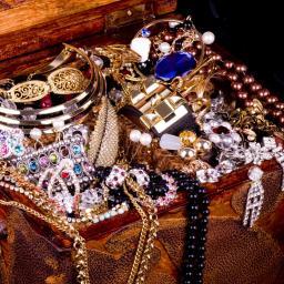 'Vijftigplussers bezitten al snel tienduizend euro aan sieraden'