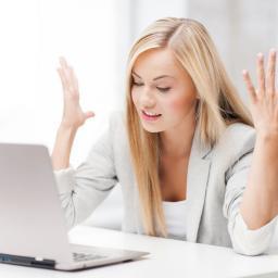 Een derde vrouwen blijft ex online in de gaten houden