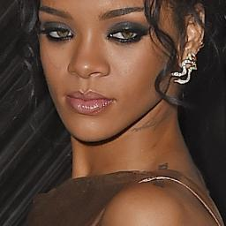 Rihanna, Naomi Campbell en Iman poseren voor W