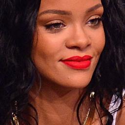 Rihanna stopt met alcohol om huid te verbeteren