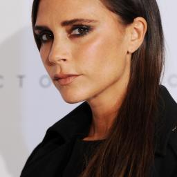 Victoria Beckham verkoopt eigen kleding voor goed doel